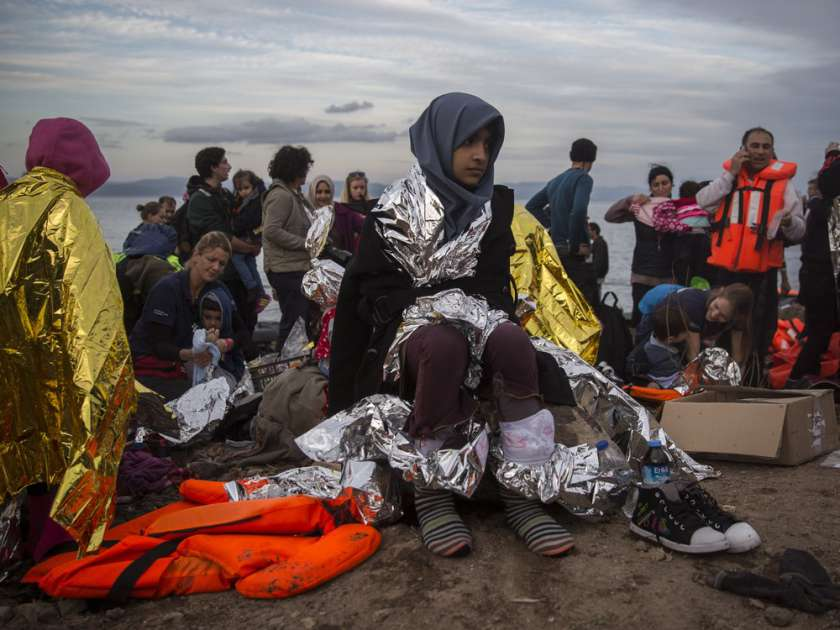 refugees-are-helped-by-volunteers-after-crossing-the-aegean